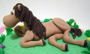 caballo modelado en pasta azucar